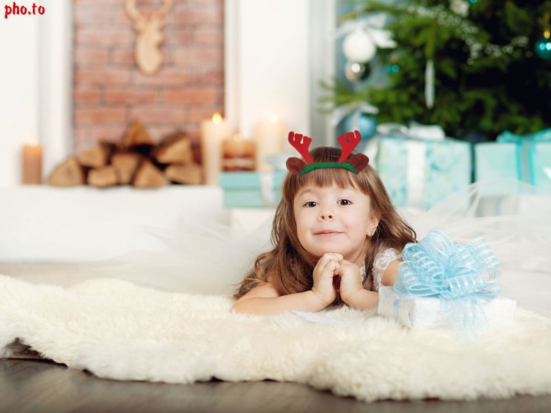 Virtual antlers headband is added to a girl's photo for Christmas.