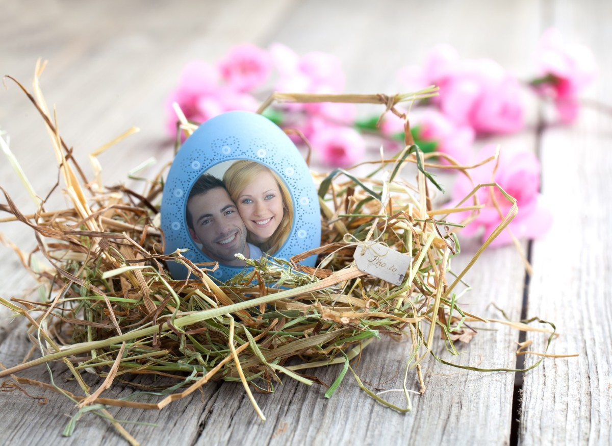 Put your couple photo on Easter egg in a click!