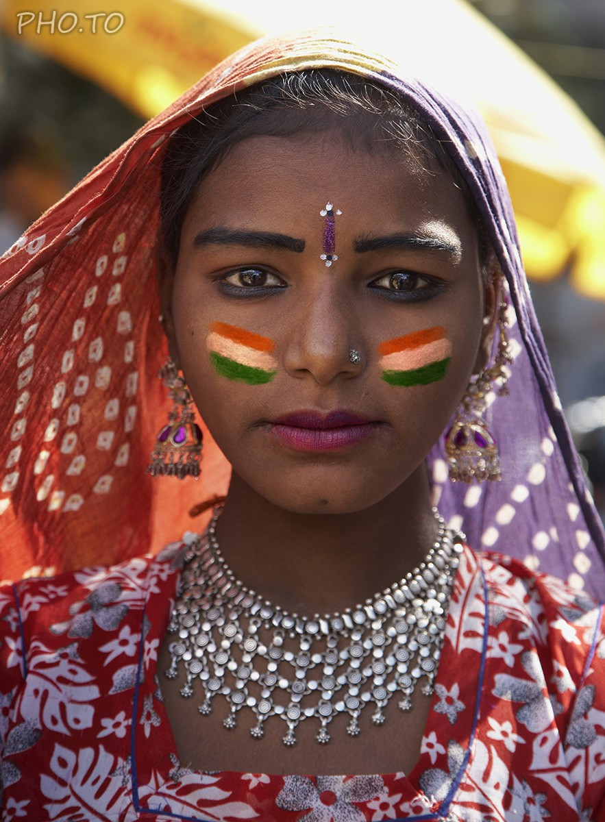 Show your patriotism with the help of indian flag face paint!