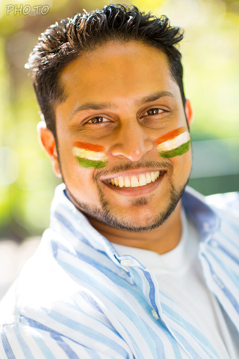Apply the virtual face paint with flag of India to both cheeks.
